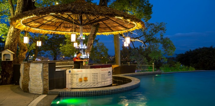 bars-outlet-section-2nd-outlet-detail-pool-bar