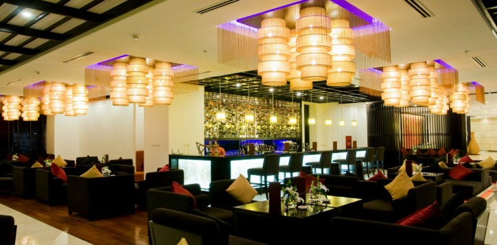 home-section-background-lobby-bar-2