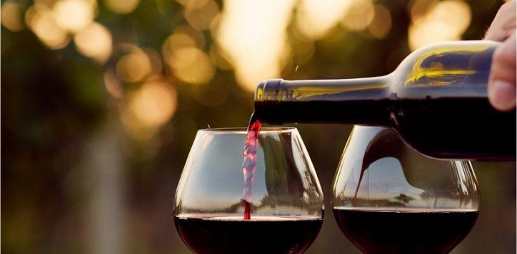 20150909205144-red-wine-classy-evening-dinner-2