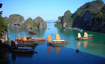 350px-cruises_in_halong_bay-2