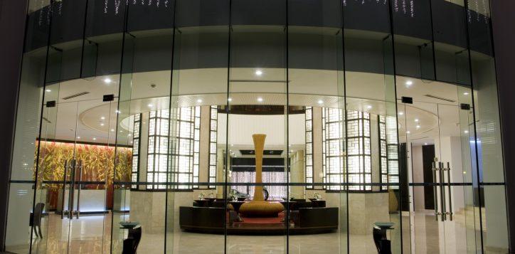 8-hotel-lobby-2